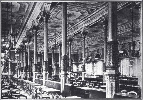 Interior del desaparecido café Ambos Mundos, con columnas forjadas en Averly. Como ellas, de la fundición también salieron las del Matadero y la estatua del Justicia o la fuente de la Aguadora, entre otras piezas.